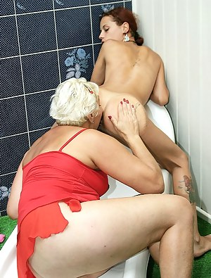 Free Lesbian Teen Ass Licking Porn Pictures
